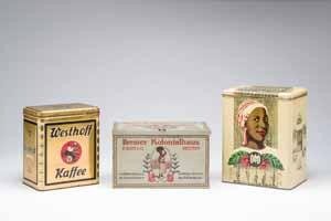Kolonialwarenverpackungen der Bremer Firmen Westhop, F. Olop & Co. und GEG Metall, Übersee-Museum Bremen