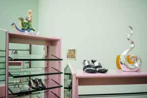 Henrike Naumann, Die Monotonie des Yeah Yeah Yeah (Eastie Girls), 2019/20 (Detail), Installationsansicht Kunstpreis der Böttcherstraße in Bremen 2020, Kunsthalle Bremen, Courtesy Henrike Naumann und KOW Berlin, Foto: Ana Rodriguez