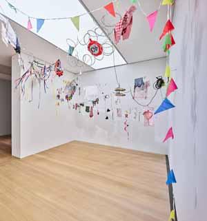 Jesse Darling, A Fine Line, 2018, Installationsansicht Kunstpreis der Böttcherstraße in Bremen 2020, Kunsthalle Bremen, Courtesy Jesse Darling, Arcadia Missa, London und Galerie Sultana, Paris, Foto: Marcus Meyer